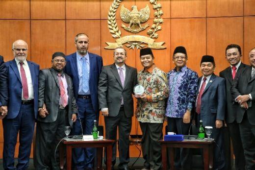Hidayat Nur Wahid Terima Kunjungan Forum Parlemen Muslimin se-Dunia