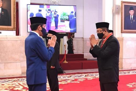 Dianggap Berjasa untuk Negara, Mahyudin Terima Tanda Kehormatan Bintang Mahaputera