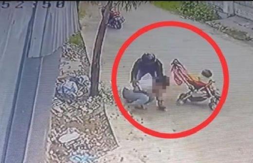 Hati-hati, Begal Payudara Beraksi di Padang, Begini Detik-detik Aksinya yang Terekam CCTV