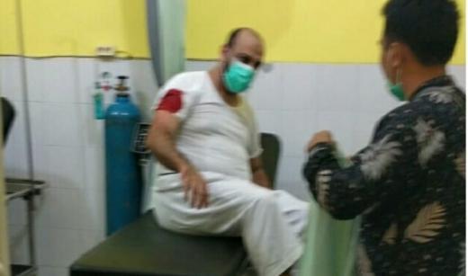 Sedang Isi Kajian, Syekh Ali Jaber Ditikam Orang Tidak Dikenal
