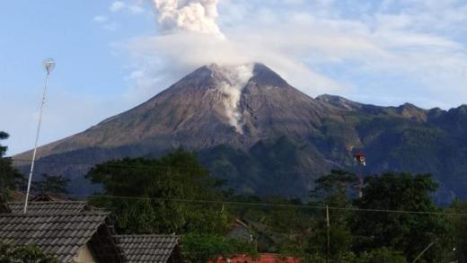 Hari Ini, Gunung Merapi Alami 19 Gempa Guguran