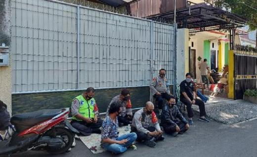 Polisi Jaga Rumah Nikita Mirzani dari Kepungan Massa Pendukung HRS