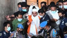 Dibawa Pakai Mobil Tahanan, HRS Ditahan di Rutan Polda Metro Jaya