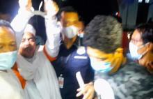 13 Jam Diperiksa, HRS Resmi Ditahan Polisi dengan Tangan Diborgol dan Gunakan Rompi Orange