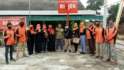 Giliran Riau Ojek Online Dapat Bantuan Sembako Group Facebook Pekanbaru Kota Bertuah