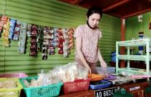 Daniella, Bakul Angkringan Cantik di Klaten Bikin Gagal Fokus Gaess....