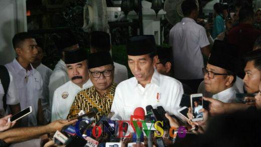 OSO Curcol Politik ke Jokowi, Tamu Undangan Ketawa