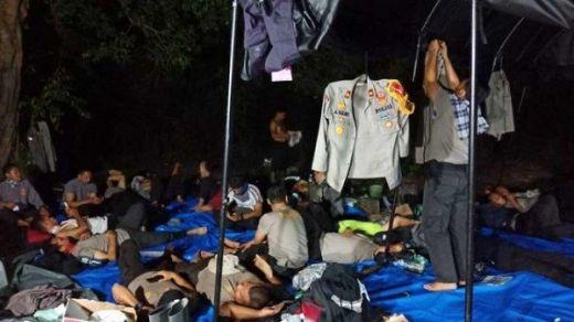 Api Karhutla Tak Kunjung Padam, Polisi Terpaksa Tidur di Hutan Kuala Cenaku Inhu