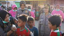 Satgas Polwan dan Bhayangkari Indonesia Berikan Trauma Healing Korban Bencana Palu