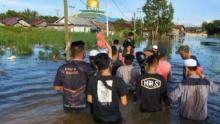 Tanpa Atribut, FPI Buka Posko Dapur Umum dan Bantu Evakuasi Korban Banjir di Kalsel