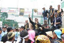 Temui Petani Tembakau yang Unjuk Rasa di DPR, Misbakhun Janji Kawal Penyelesaian RUU Pertembakauan