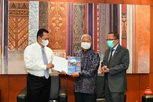 MPR RI Terima Bantuan 40 Ribu Masker dari Parlemen Vietnam