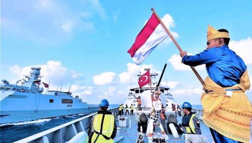 Saat Bendera Merah Putih Berkibar di Kapal Perang Turki