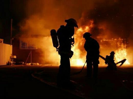 Kantor BPOM Kebakaran, 15 Mobil Damkar Bejibaku Padamkan Api
