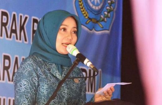 Atalia Ridwan Kamil Serahkan Hadiah Rumah dan Motor ke Pejuang Covid-19