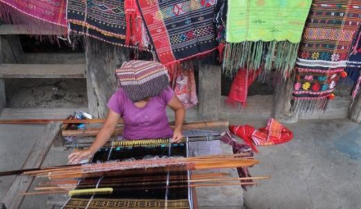 Tenun Ulos Tembus Pasar Dunia, Ketua DPD RI Sarankan Pelaku UMKM Tingkatkan Standarisasi Produk
