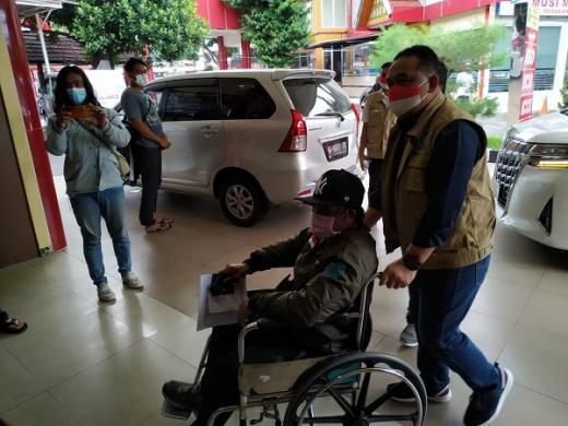 Jemput Tiga PMI Sakit dari Taiwan, Kepala BP2MI Tak Kuasa Menahan Tangis di Bandara
