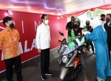 Presiden Tinjau Vaksinasi Drive-Thru di Bogor