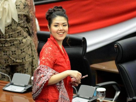 Mulai Ngantor di DPRD DKI sebagai Anggota Dewan, Tina Toon Bolo-bolo Tetap Bergaya Kasual