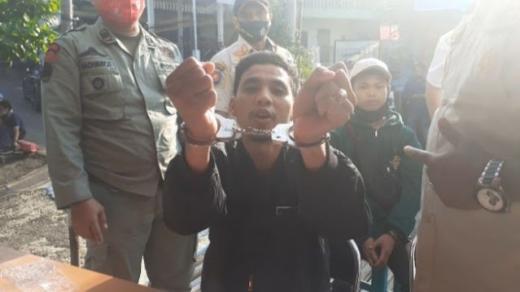 Tak Pakai Masker Diborgol, Warga ke Petugas: Saya Gak Kapok, Ingat Kalian Jangan Lupa Solat!