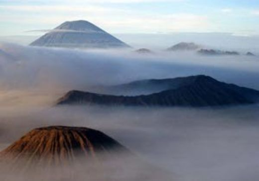 Bagaimana Pesona Gunung Bromo hingga Erupsinya jadi Perhatian Luas
