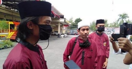 Denny Siregar tak Juga Diperiksa, Ponpes Tasik Ancam Turunkan Santri dan Wali Murid Turun ke Jalan