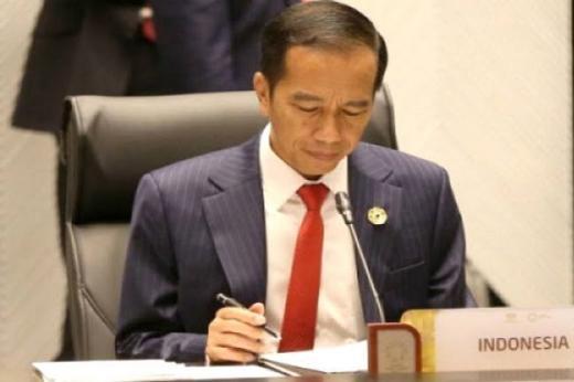 Jokowi Tandatangani Perubahan Rangkap Jabatan Rektor UI