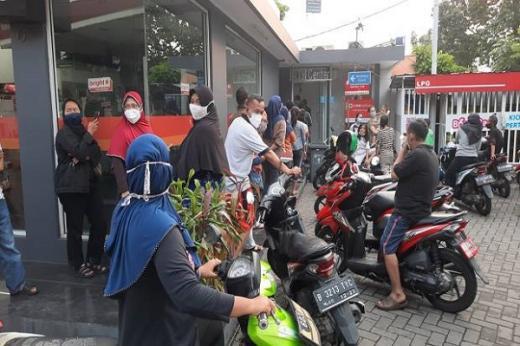 Bansos Rp600 Ribu Pemda DKI Cair, Warga Mengeluh Masih Kurang Banyak