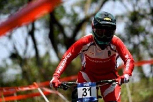 Balap Sepeda Berkibar, Andini dan Khoiful Kawinkan Emas Downhill