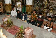 Tahun Baru Islam, Gus Jazil Napak Tilas ke Makam Para Raja dan Wali di Madura