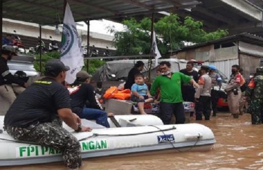 Beri Bantuan untuk Korban Banjir Jakarta, Relawan New FPI Dibubarkan Polisi