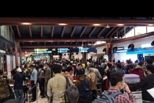 Bandara Ramai, Darul Siska Ingatkan Covid-19 adalah Soal Kesehatan