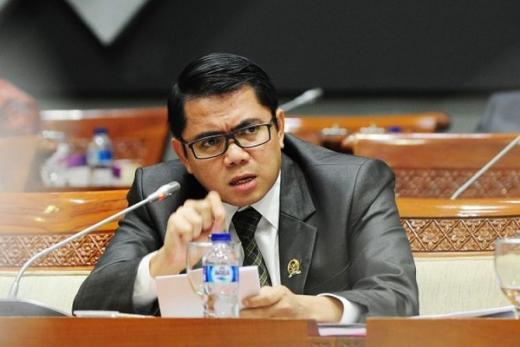 PDIP: Rangkap Jabatan Rektor UI Melawan Hukum
