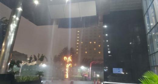 Hujan Deras Mengguyur, Atap Gedung KPK Roboh