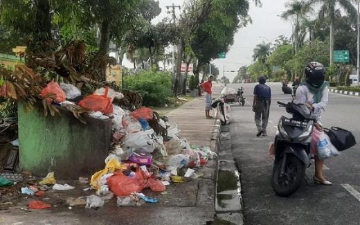 Waduh Lelang Batal, Bagaimana Nasib Tumpukan Sampah di Pekanbaru Nih?