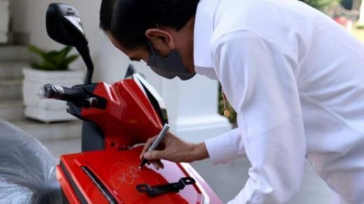 Usia 19 Tahun Punya Duit Rp 2,5 Miliar, Anak Hary Tanoe Tebus Motor Jokowi