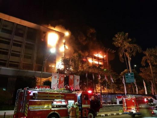 Api Kebakaran di Gedung Kejagung Masih Besar, Polisi Cek TKP