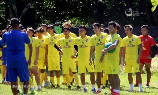 Hilangkan Kejenuhan, Arema FC Latihan di Kebun Raya Purwodadi