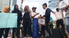 Aksi Sejuta Masker di CFD Jakarta, Jurnalis Peduli Asap: Tangkap dan Adili Perusahaan Pembakar Lahan!
