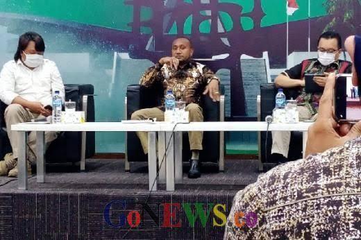 Pendeta Tewas di Intan Jaya, Yan Mandenas Hubungi KSAD