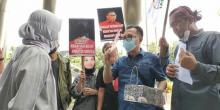 Sambangi KPK, ProDem: Tangkap Herman Herry dan Madam Maha Berani Koruptor Bansos