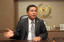Ditanya Soal Dukungan Golkar ke Ahok, Ade Komarudin Galau