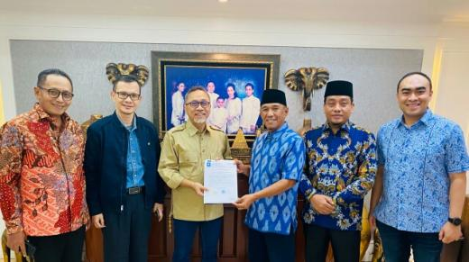 DPP PAN Resmi Serahkan SK, Pasangan Hafit Syukri-Erizal Siap Berlayar di Pilkada Rohul