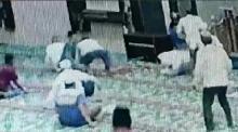 Viral, Diduga Terjadi di Pekanbaru, Imam Masjid Ditusuk saat Pimpin Doa