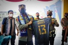 Dianugerahi Gelar Warga Kehormatan, Aremania: Selamat Datang di Bumi Arema AKBP Bagoes Wibisono