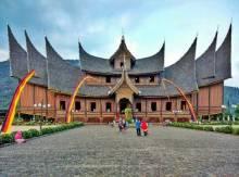 Sumbar, Aceh, NTB Borong Anugerah Wisata Halal Nasional 2016
