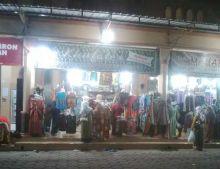Jelang Subuh, Pusat Grosir Batik Terbesar di Pekalongan Justru Diserbu Pengunjung
