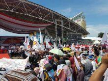 Usai Manado, Ribuan Masyarakat Sulsel Padati Lapangan Karebosi Sambut Prabowo Subianto