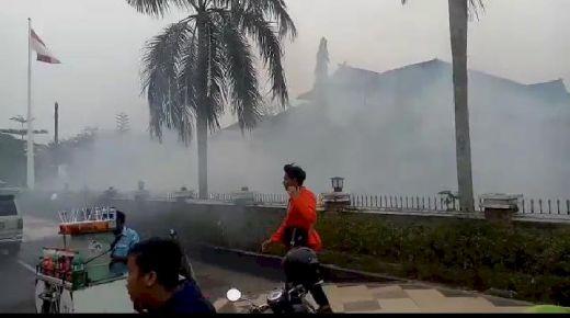 Demo Mahasiswa di Depan DPRD Jambi Ricuh, Polisi Tembakkan Gas Air Mata