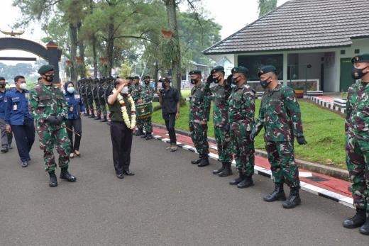 Sukses Jaga Perbatasan RI-Papua Nugini, Prajurit Yonif Raider 300 Brawijaya Diganjar Penghargaan dari MPR